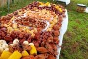 【画像】海外の蟹パーティーの物量がやばいwwwwwwwwwwww
