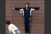 【画像】プロ野球監督が小学校に訪問した結果wwwwwwwww